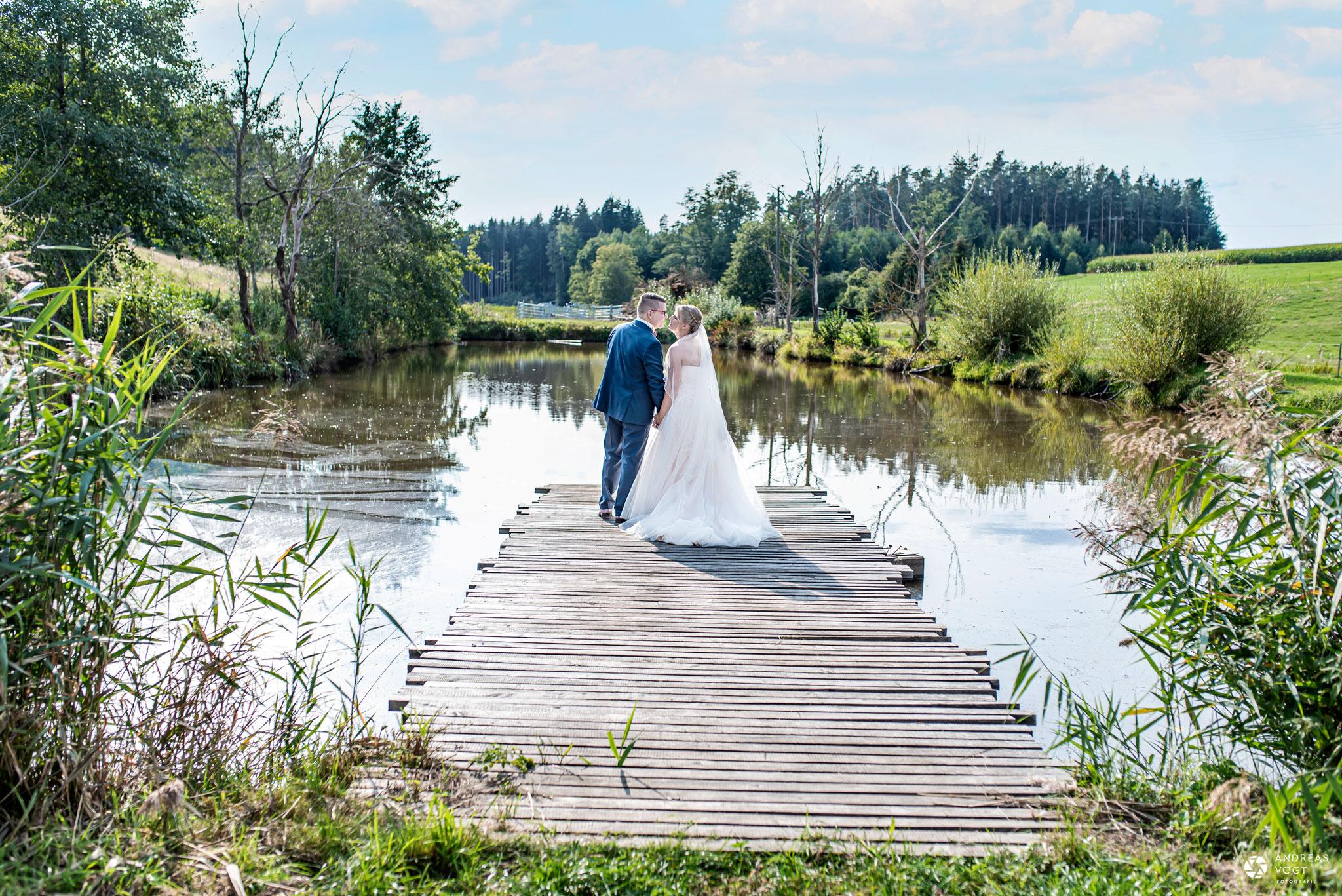 Brautpaarfoto am See in Ellwangen Hochzeitsfotograf Andreas Vogt