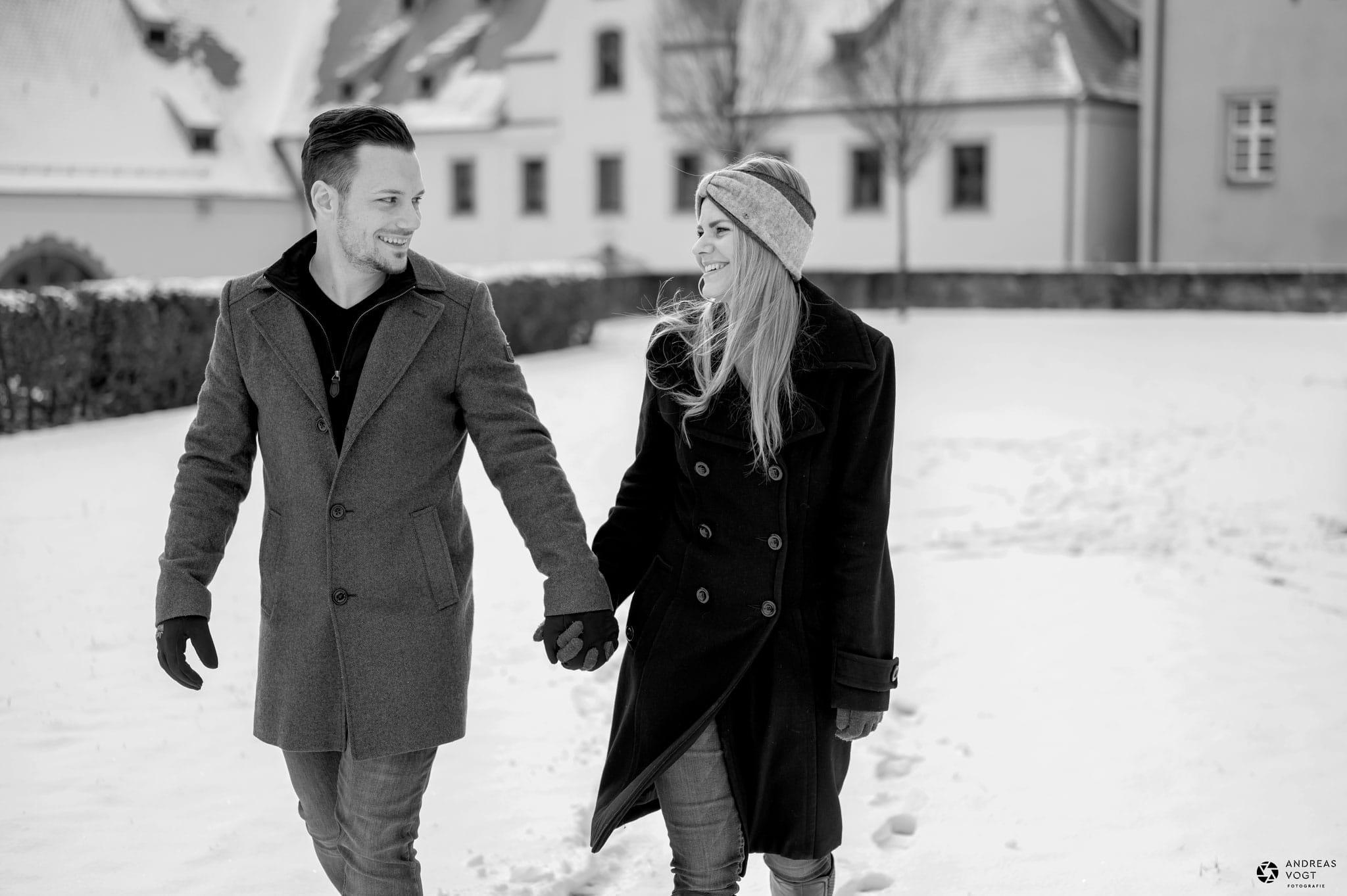 paarfotos-winter-schloss-kapfenburg-12-andreas-vogt-fotograf-aalen