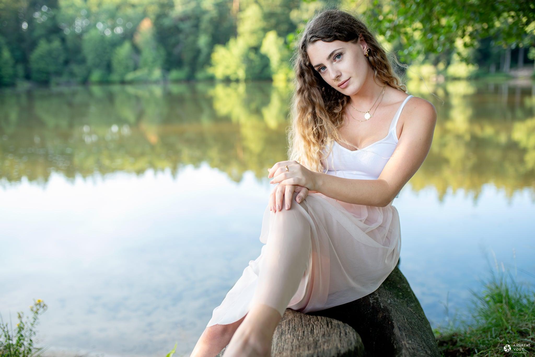 Mit Selina am See - Fotograf Andreas Vogt aus Aalen