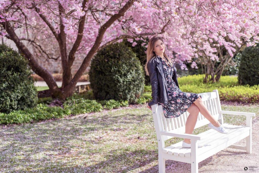 Blüten-Fotoshooting mit Farina am Schloss in Ellwangen - Fotograf Andreas Vogt 02