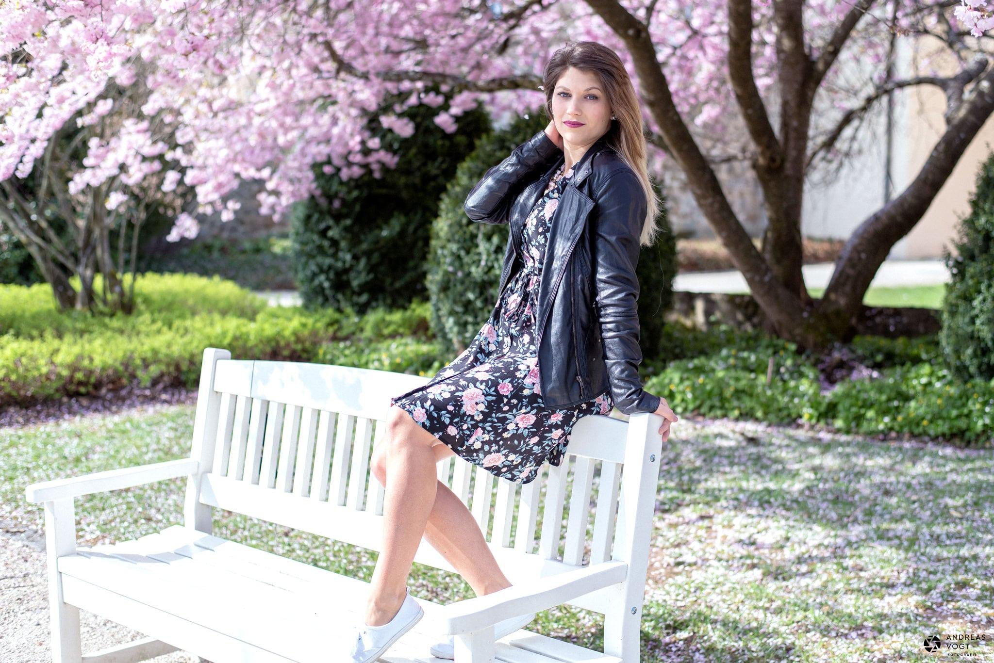 Blüten-Fotoshooting mit Farina am Schloss in Ellwangen - Fotograf Andreas Vogt 01