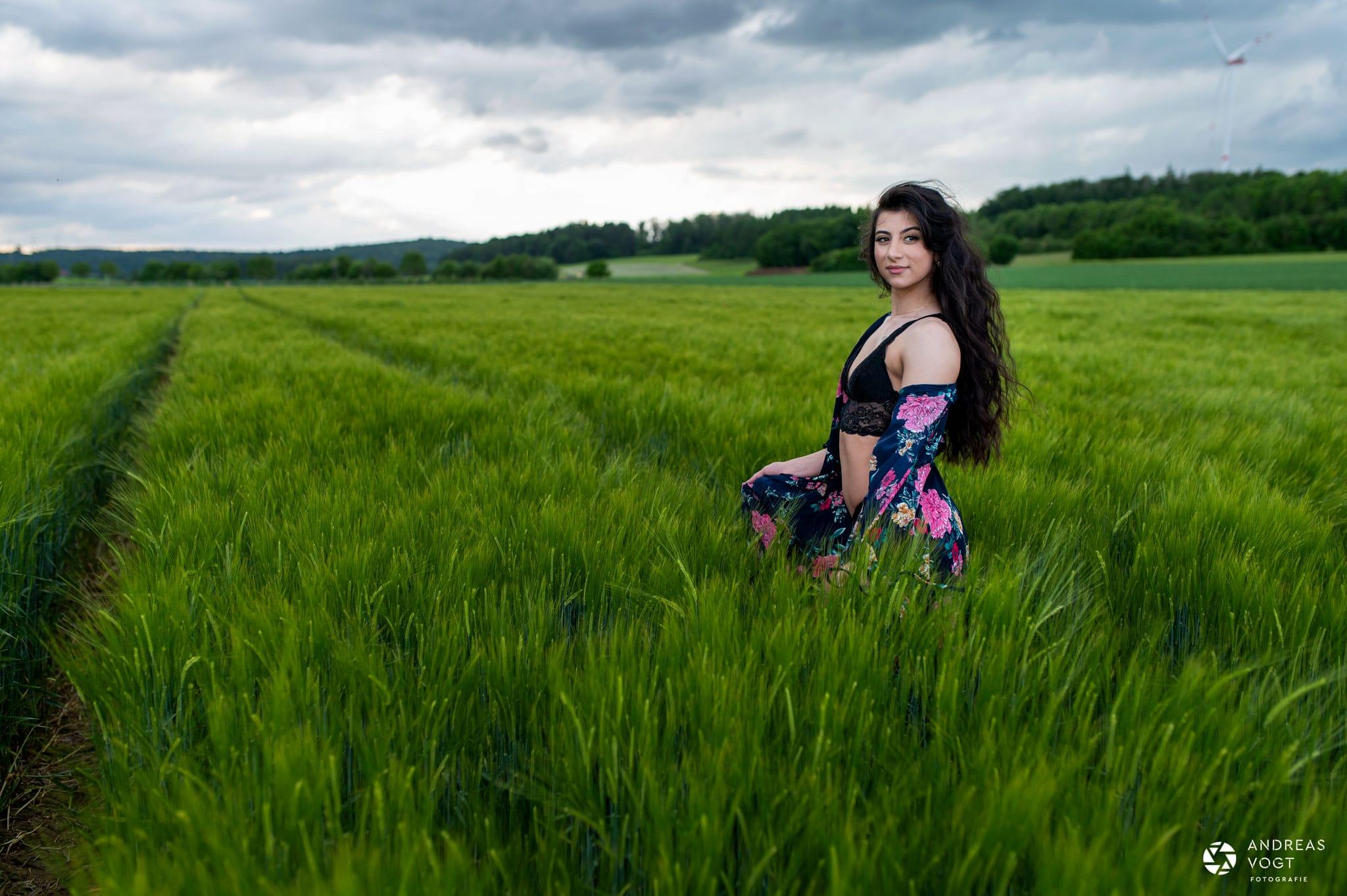 Dilara Dessousfotos im Kornfeld - Fotograf Andreas Vogt Aalen