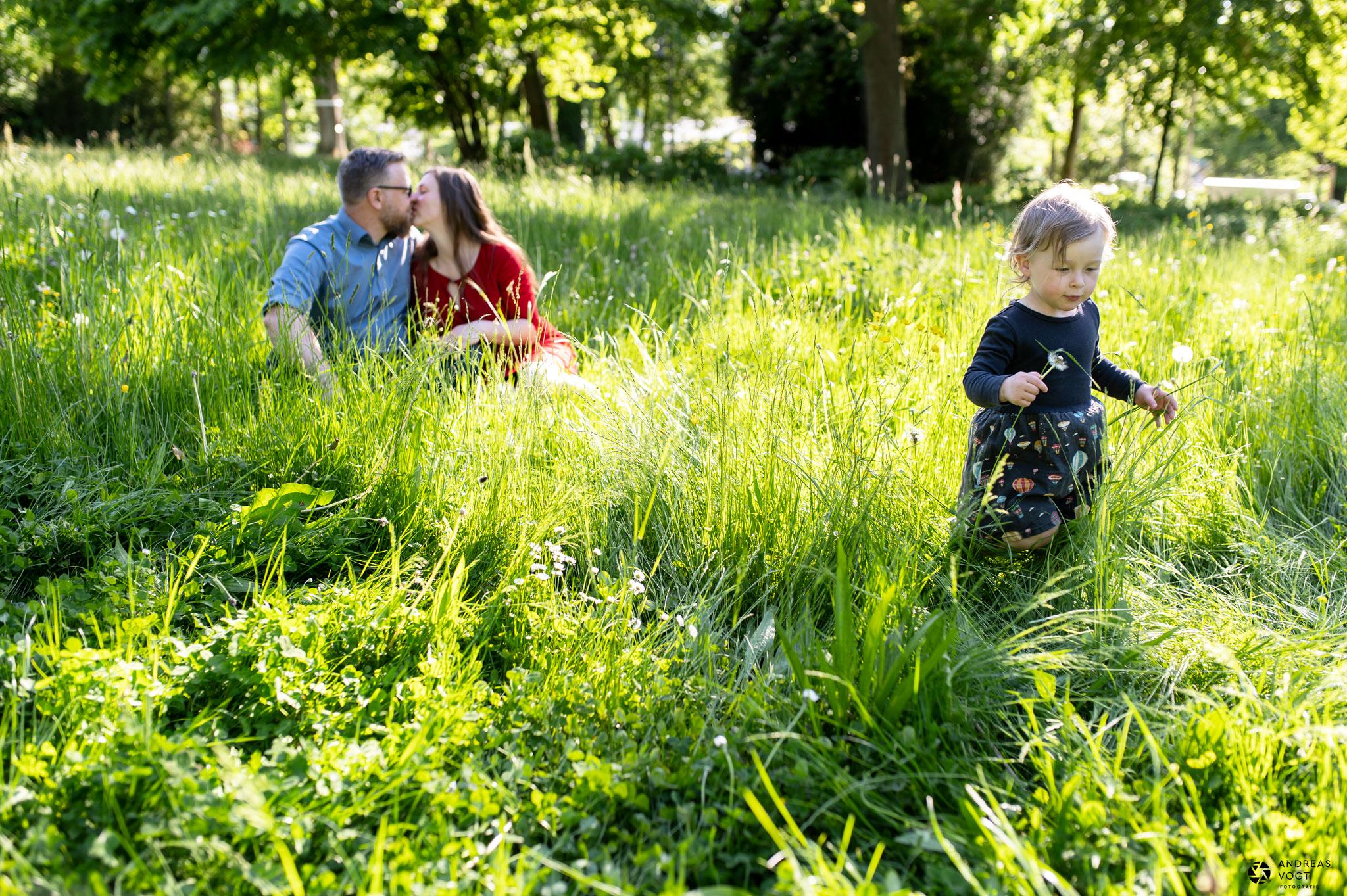 familienfotos-in-aalen-blumenwiese-andreas-vogt-fotograf-aalen-01