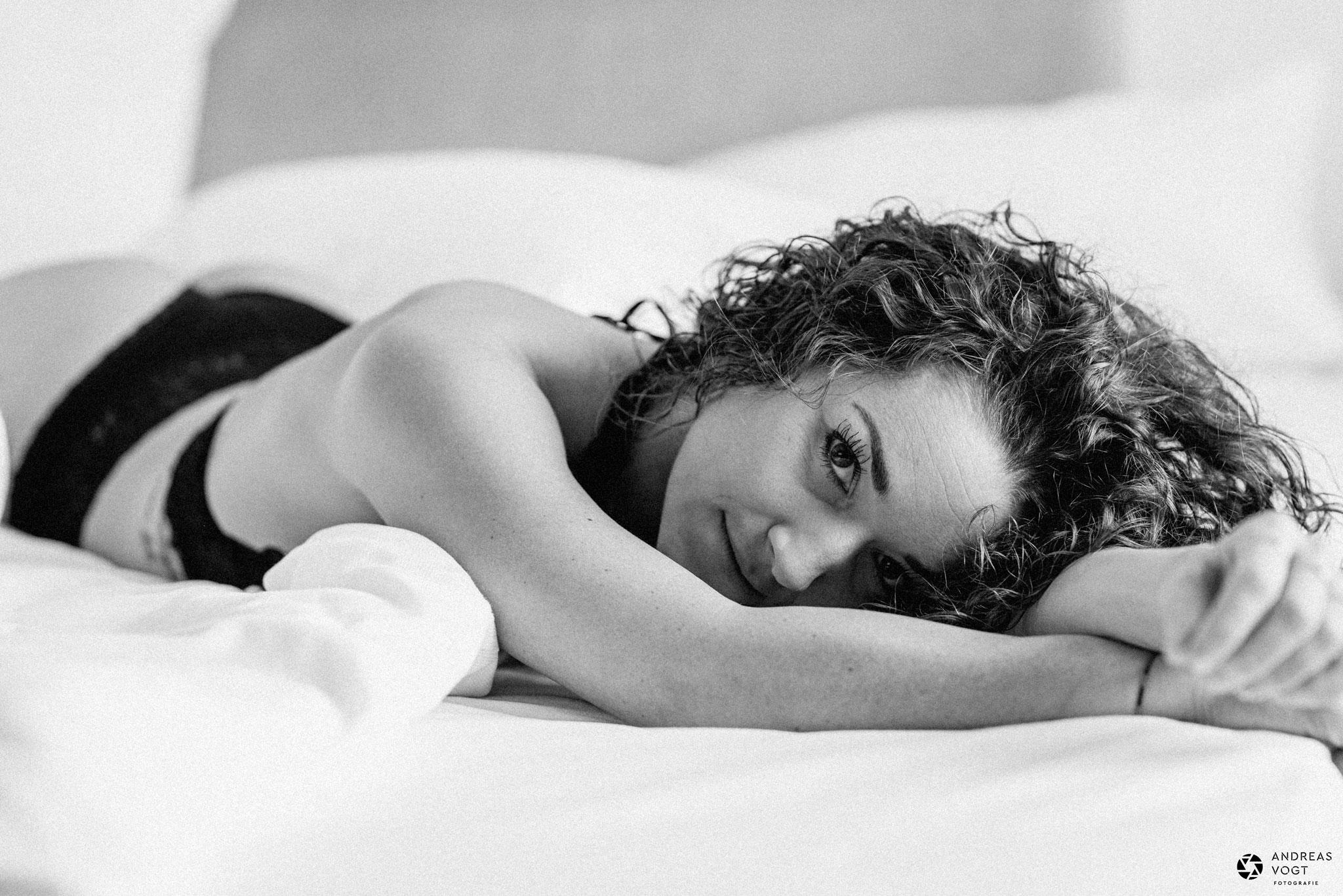 dessousfotos mit andrea im hotelzimmer - fotograf andreas vogt aus aalen